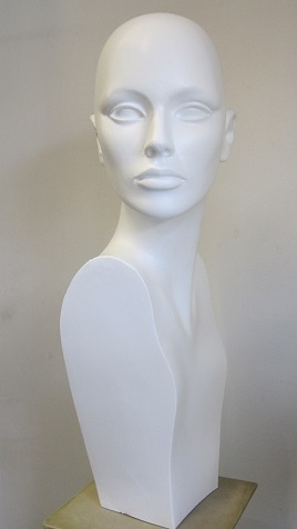 donna alta bianca